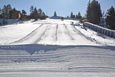 Alpine Slide in Big Bear - The snow play slopes at Alpine Slide are well groomed and great for small children.