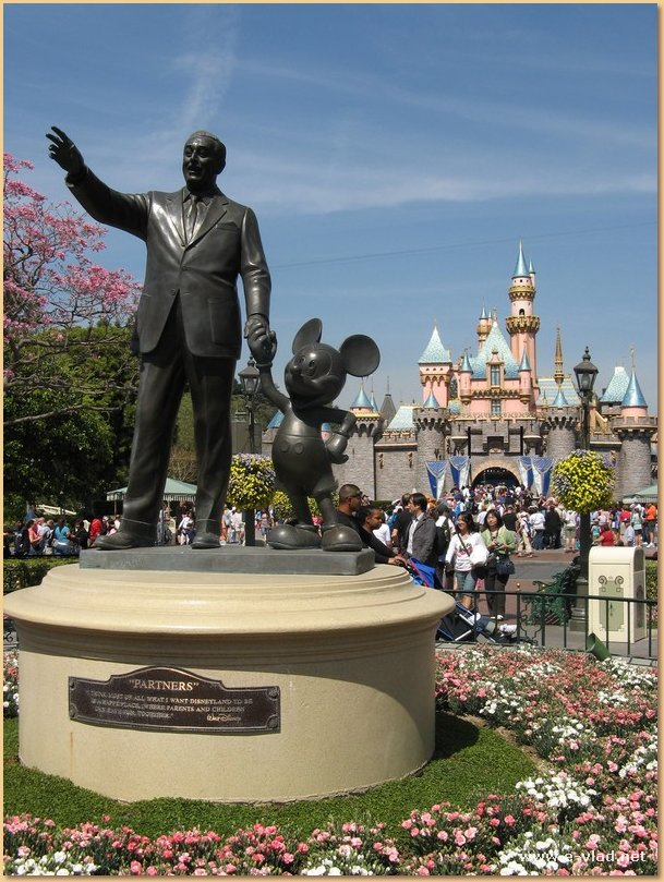 Walt-Disney-Mickey-Mouse