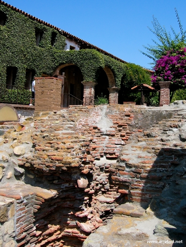 San Juan Capistrano Mission, California - Ruins of old mission walls ...