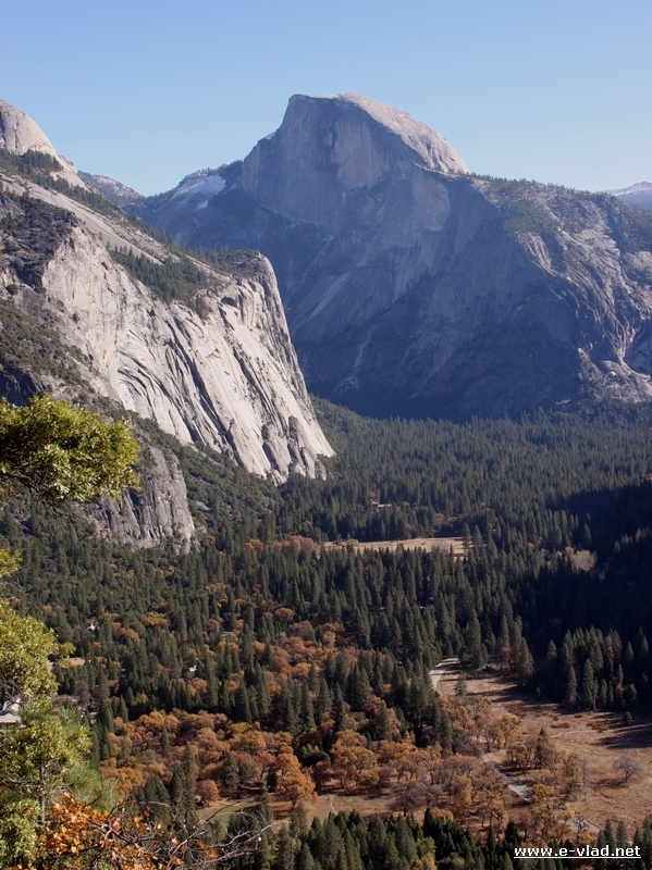 The Yosemite Falls trail provides the hiker amazing views of the Yosemite Valley.