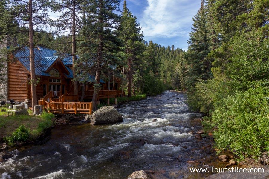 Estes Park, Colorado - Beautiful wooden mountain cottage by the Glacier Creek