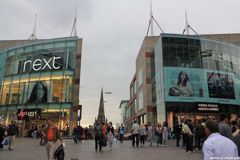 Birmingham, England - The modern Bullring shopping center HD Wallpaper