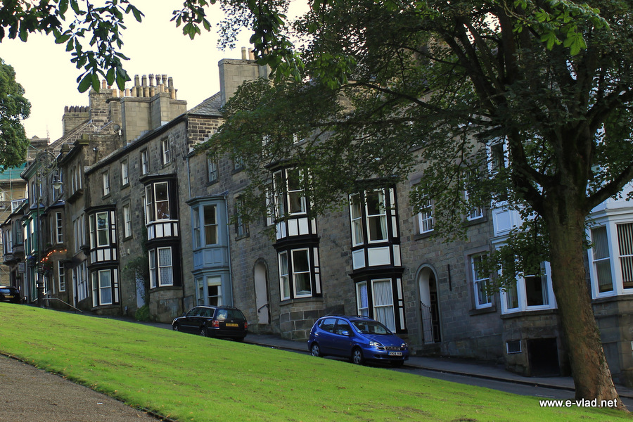 Buxton England Homes On A Steep Incline