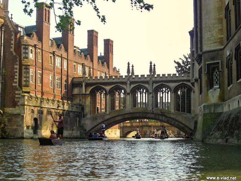 The covered bridge of sighs at St. John's college seen from a boat