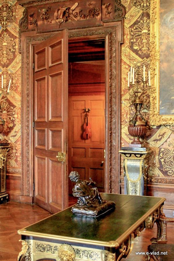 Chatsworth House England Beautiful Door With Violin
