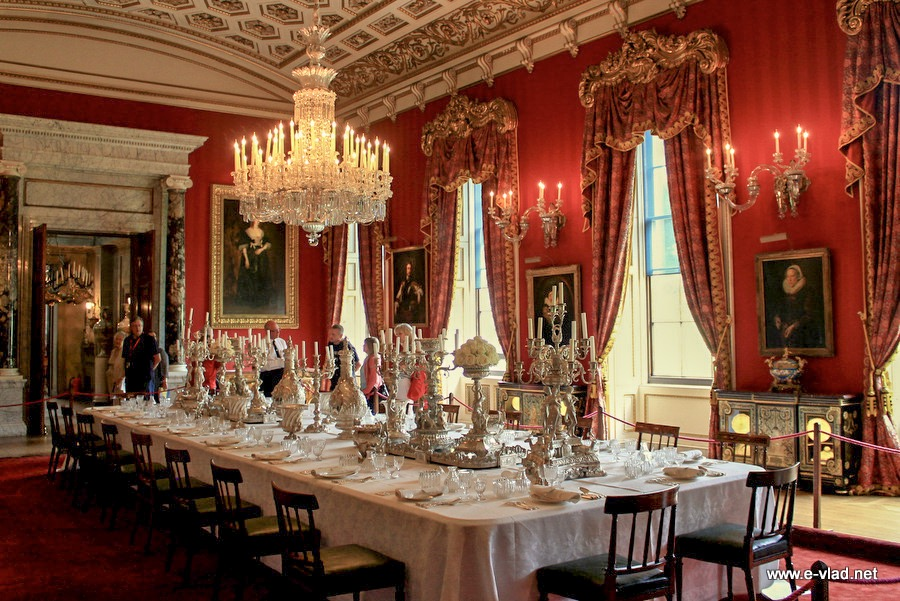 Chatsworth house england beautiful view of the dining hall for House dining hall images