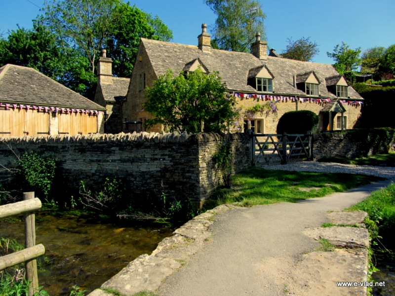 Upper Slaughter, England - Large stone country cottage in the Cotswolds