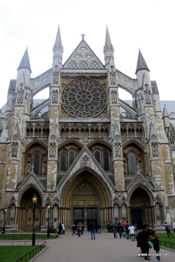 Side entrance to the Westminster Abbey church.