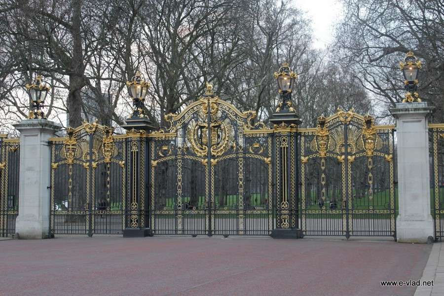 London, England - Beautiful metal gates surrounding the Buckingham Palace