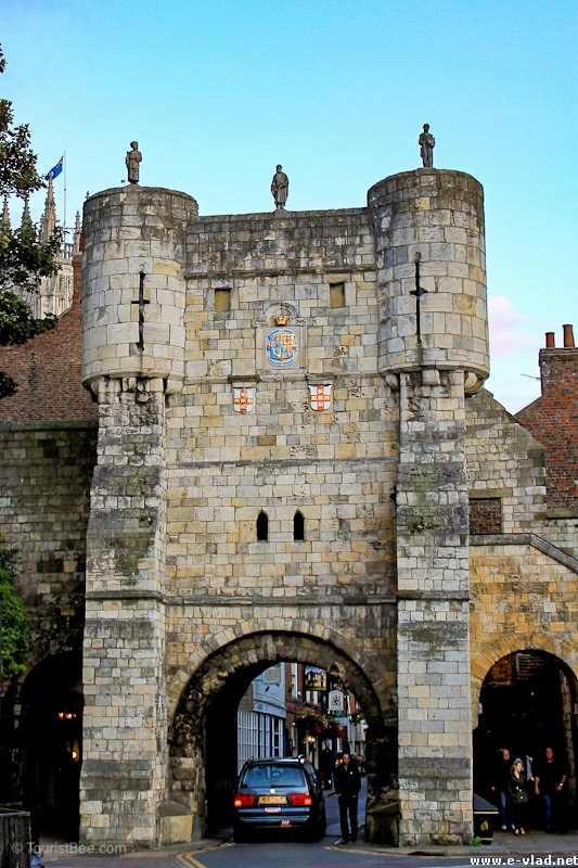 Bootham Bar provides easy access to walk the old York medieval walls