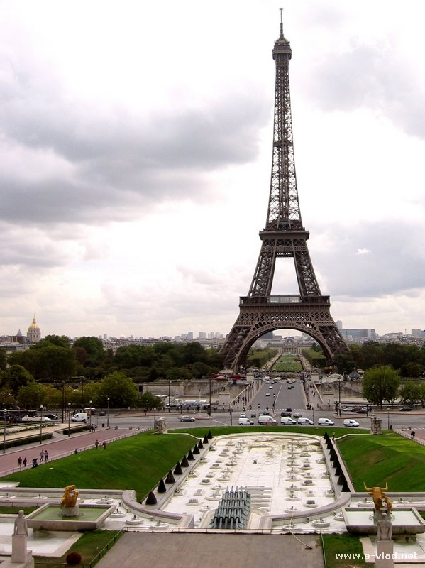Is the eiffel tower overrated for Places to stay in paris near eiffel tower