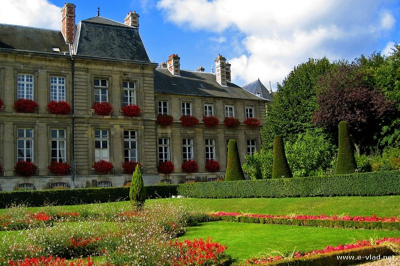 Beautiful home gardens - Soissons France Beautiful City Hall Gardens
