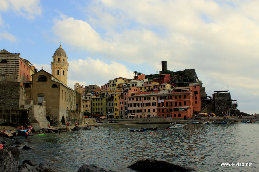 Vernazza, Cinque Terre - Beautiful view of the Vernazza harbor with Belforte castle and the old church tower