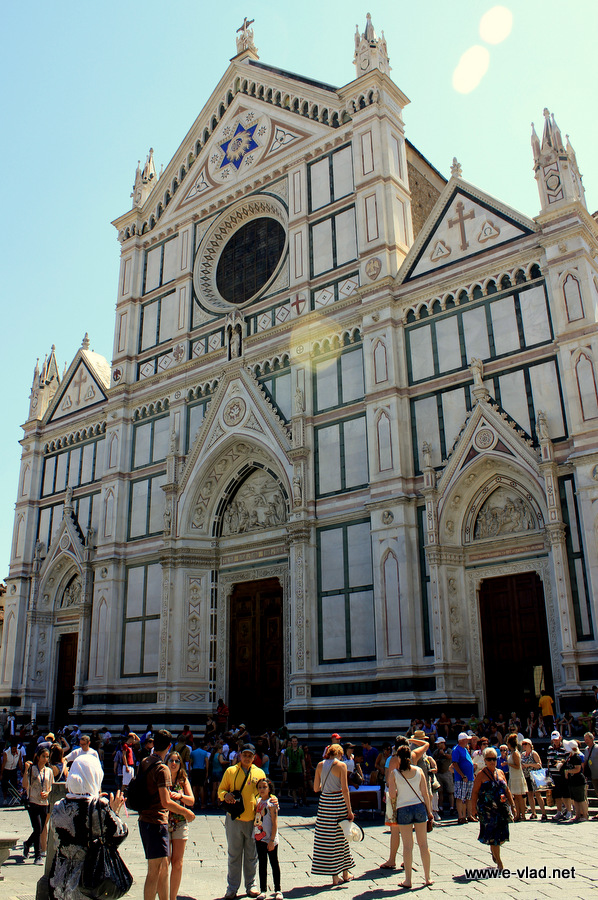 The church of Santa Croce has the same marble facade as the Dome.