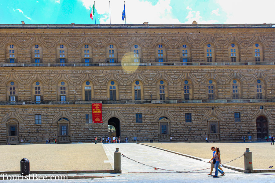 The imposing front entrance of Palazzo Pitti museum
