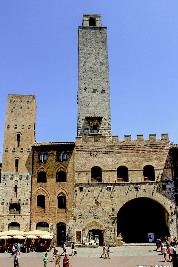 Torre Rognosa is the second tallest tower in San Gimignano