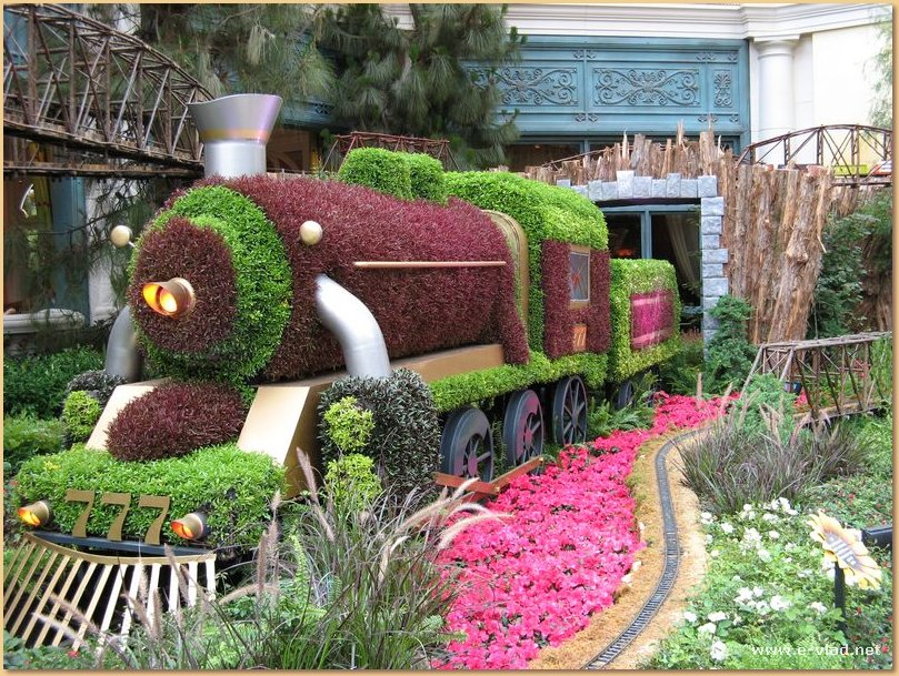 The gardens at the Bellagio are great for kids