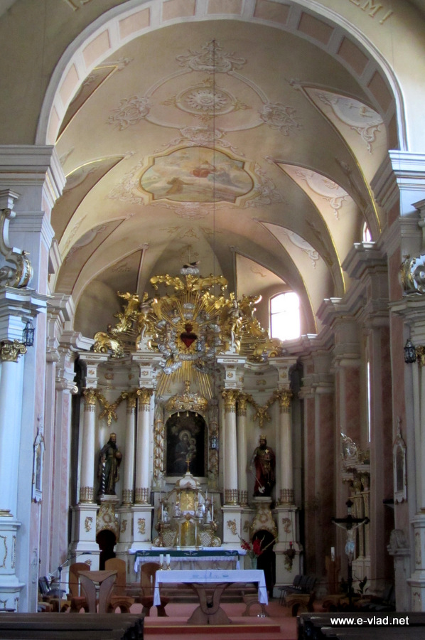Cluj romania the interior of the franciscan church for Interieur cluj