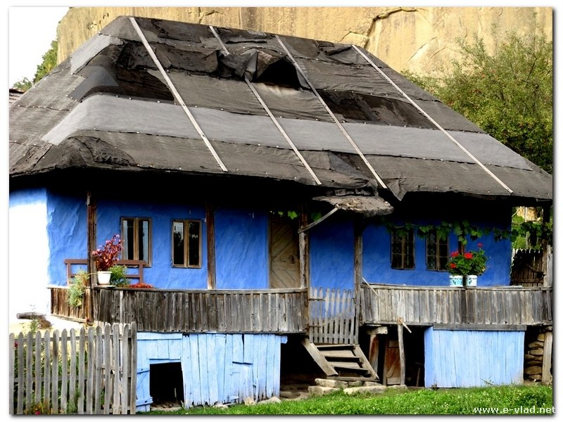 Corbii din Piatra, Romania - Small country cottage in mysterious village