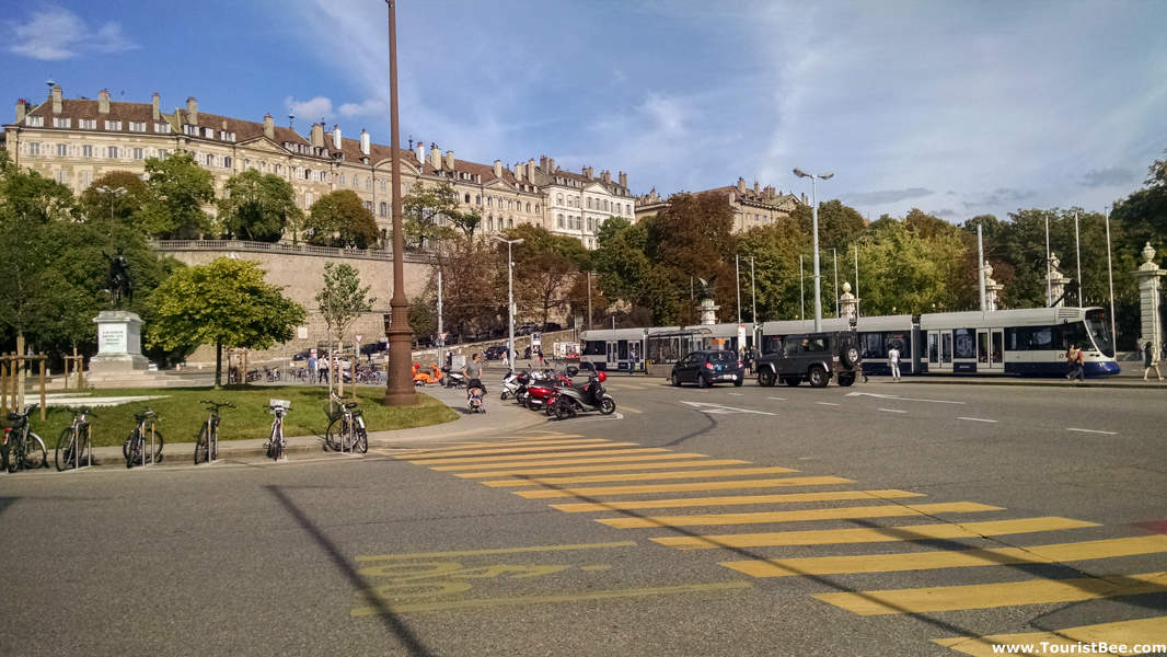 Place de Neuve with old old buildings from old town Geneva în the background
