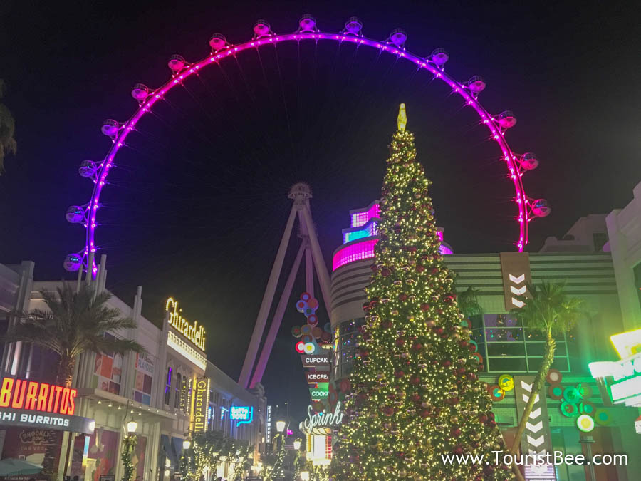 The Las Vegas High Roller seen from the LINQ Promenade